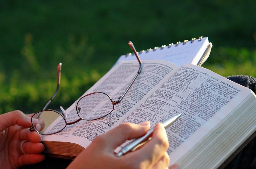 por-onde-começar-a-estudar-a-biblia-1024x678